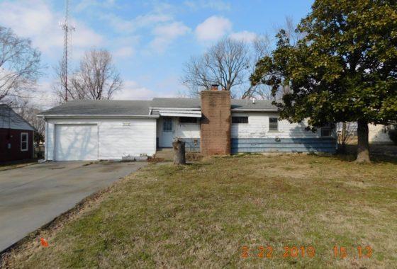 1000 W First, Coffeyville, KS 67337